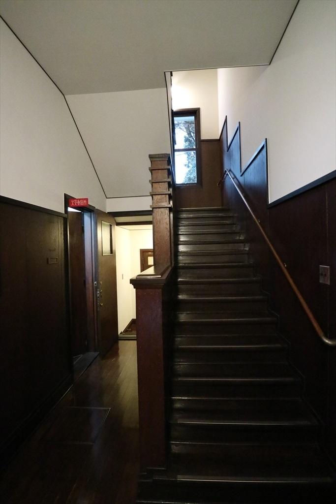 がっちりした階段_1