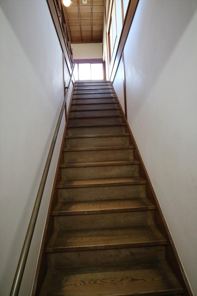 順路に従い2階へ上がる