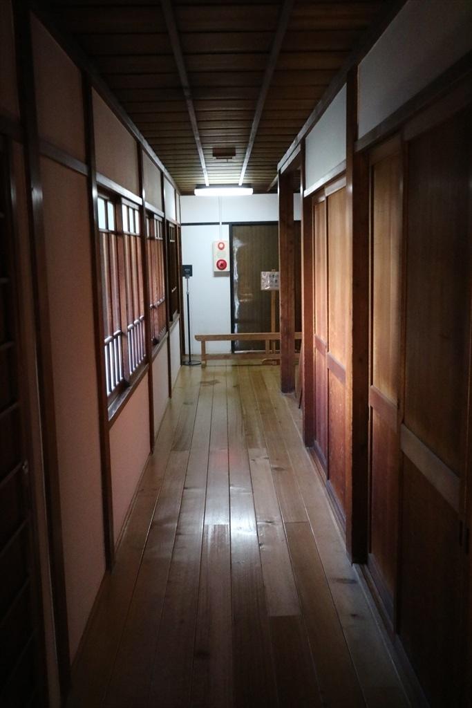 仏間・中の間・寝間への通路