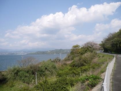 東へ歩きます(2)