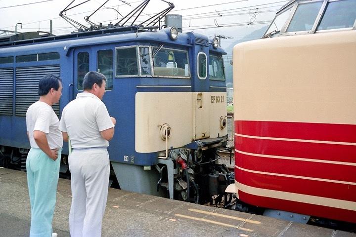 198708横川駅_特急あさま補機EF63連結_10