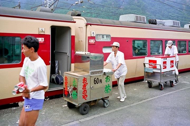 198708横川駅_特急あさま補機EF63連結_11