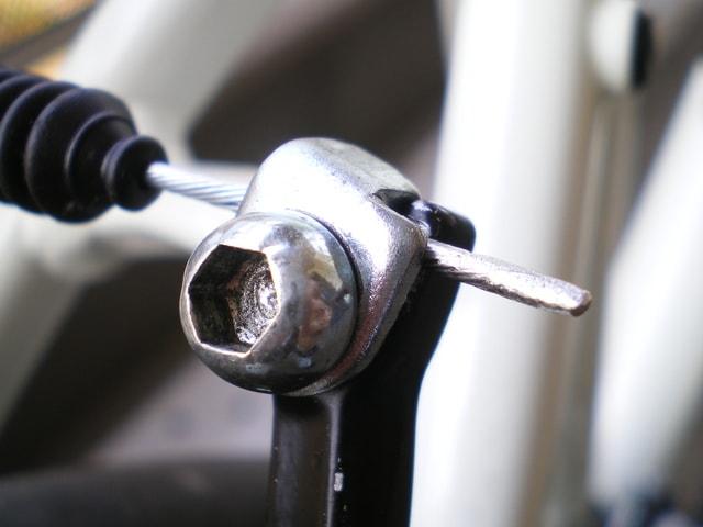 ブレーキワイヤーのはんだ付けした先端リア側