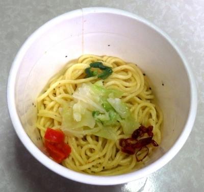 3/20発売 カップヌードル パスタスタイル 彩り野菜のペペロンチーノ(できあがり)