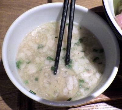 麺と心 7 背脂鯛つけそば(つけ汁のアップ)