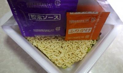 2/27発売 日清焼そばカップ スパイシーホットチリ味(内容物)