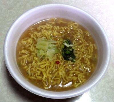 2/13発売 驚愕の麺1.5玉+0.5玉 背脂豚骨醤油ラーメン(できあがり)