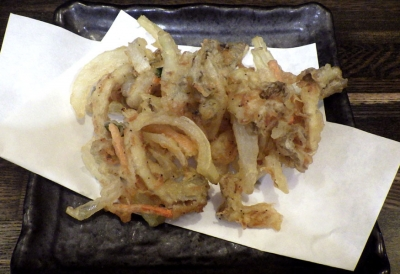綿麺 フライデーナイト Part127 (17/4/14) 新玉ねぎとあわび茸のかき揚げつけ麺(かき揚げのアップ)