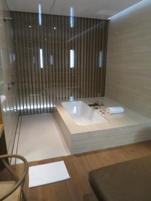 香港空港 ファーストクラスラウンジ 風呂