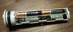 simplehuman(シンプルヒューマン) センサーソープディスペンサー 222ml ブラッシュドニッケル ST1036 電池入れ画像