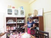 人の家の台所