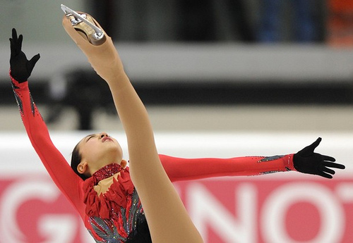 Fan-Spiral-Mao-Asada-figure-skating-red-costume-moscow-of-bells-2009-20103.jpg
