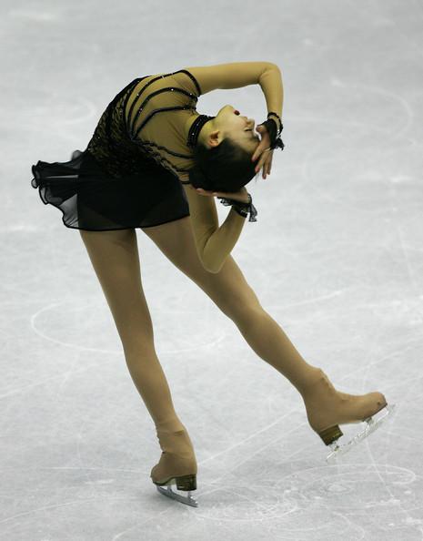 Figure-Skating-Masquerade-Mao-Asada-Black-Dress-World-Championships-NHK-Tarasova44.jpg