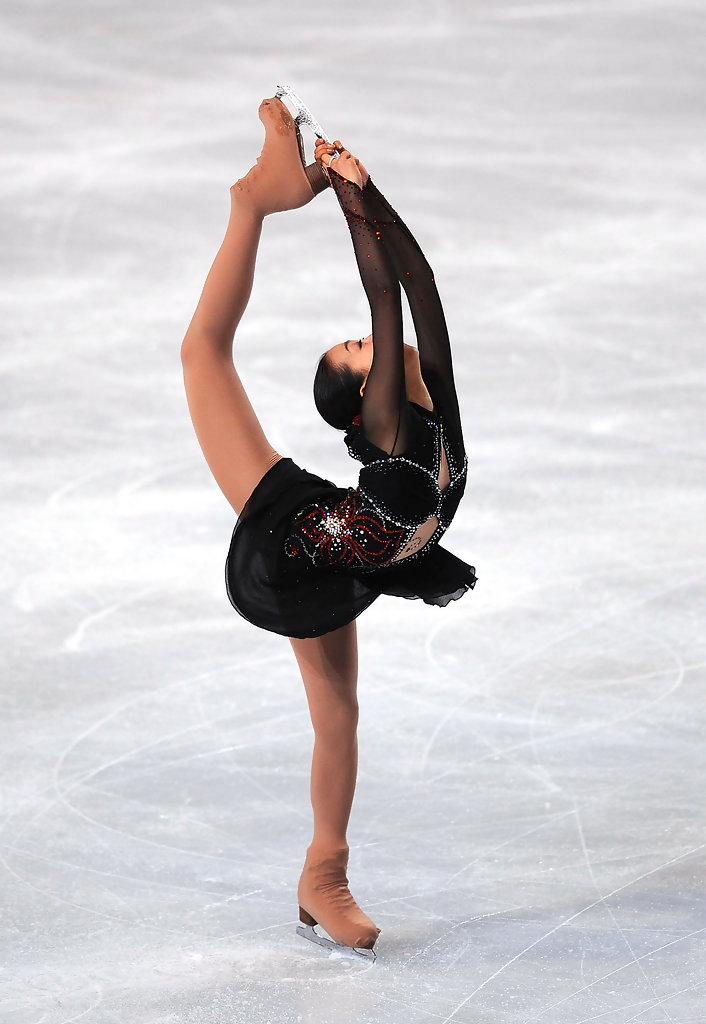 Figure-skating-Tango-Mao-Asada-Trophee_Eric_Bompard-NHK-trophy-black-red-dress19.jpg