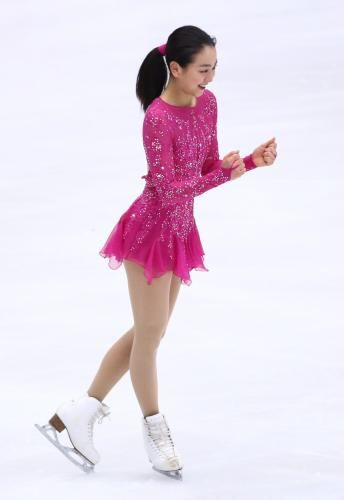 FigureSkatingMaoAsada20152016tripleaxel07.jpg