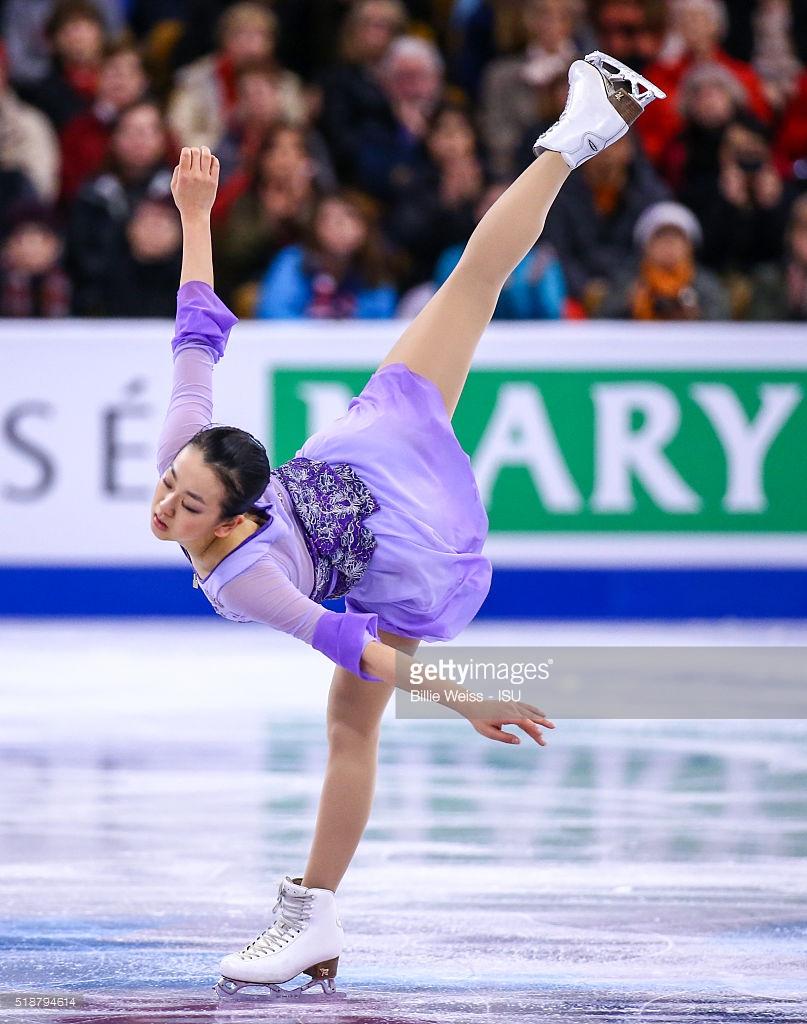 FigureSkatingMaoAsada20152016tripleaxel09.png