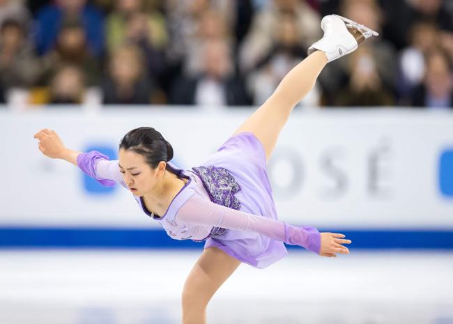 FigureSkatingMaoAsada20152016tripleaxel10.jpg