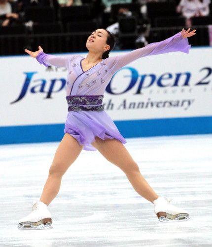 FigureSkatingMaoAsada20152016tripleaxel13.jpg