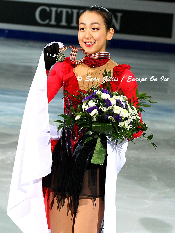 Mao-Asada-2009-2010-Moscow-of-Bells-after-her-performance24.jpg