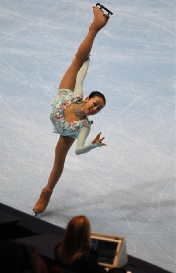 Mao-Asada-Masquerade-2009-light-blue-green-dress-costume-Figure-Skating19.jpg