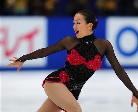 Tango-Schnittke-Mao-Asada-Red-Rose-Dress-figure-skating05.jpg