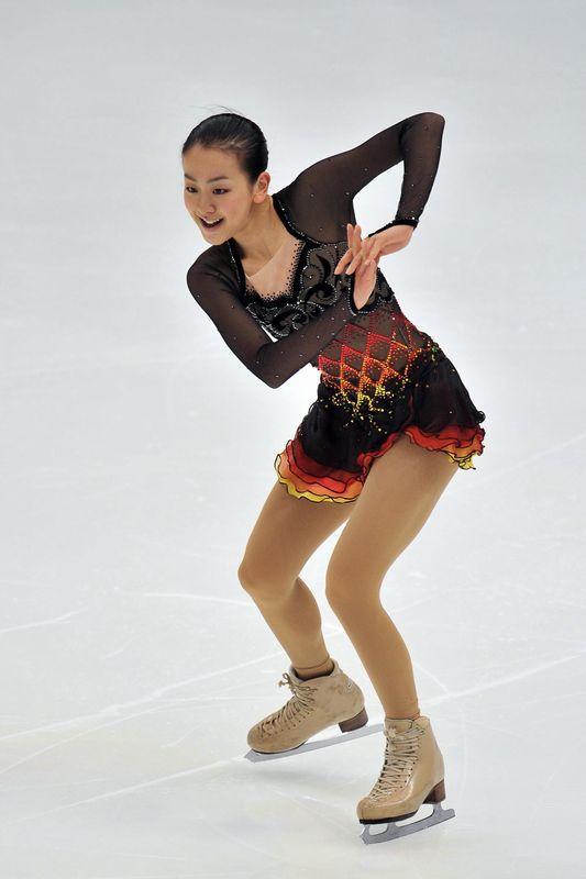 Tango-Schnittke-Mao-Asada-brown-dress-figure-skating11.jpg