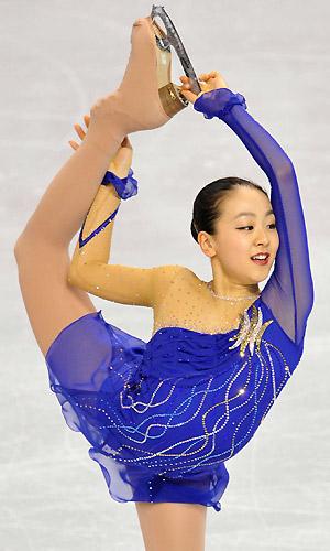 figure-skating-mao-asada-2008-claire-de-lune-blue-dress08.jpg