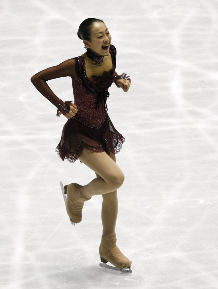 figure-skating-mao-asada-masquerade-red-dress23.jpg