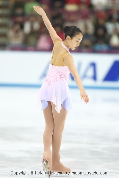 figure-skating-mao-asada-nocturne-2006-purple-violet-pink-dress-lori-nicol38.jpg
