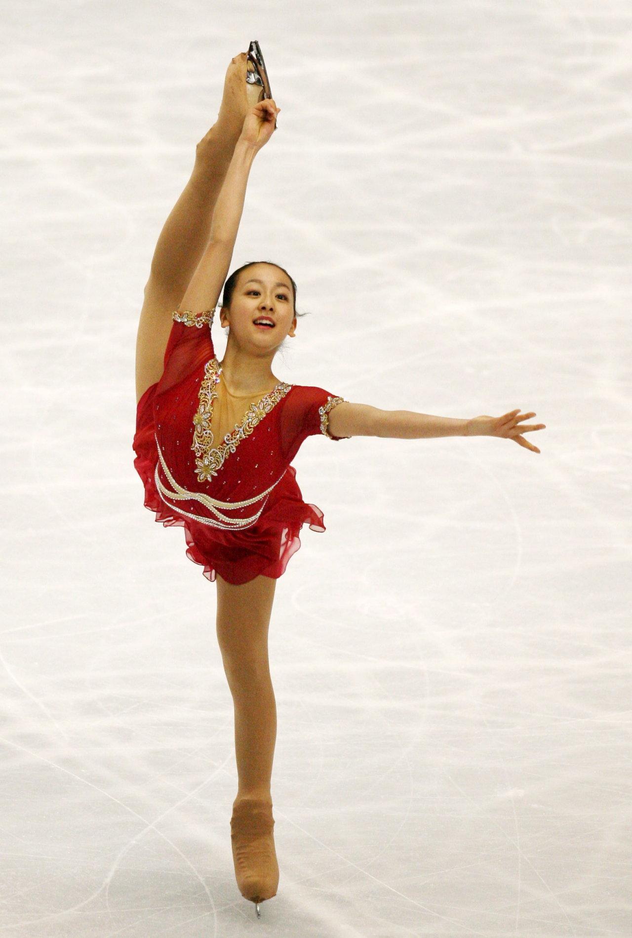 mao-asada-csardas-2006-triple-axel-jumper-figure-skating21.jpg
