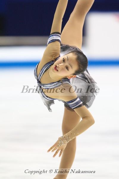 mao-asada-figure-skating-white-gray-dress-triple-axel-Fantaisie-Impromptu07.jpg