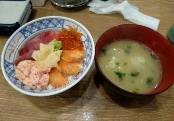 SFPダイニング 磯丸水産 まぐろとサーモンの4色丼01 201702