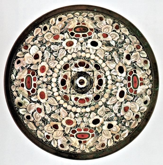 正倉院蔵「平螺鈿背円鏡」