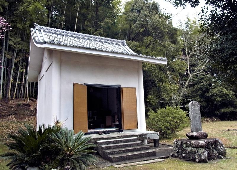 光善寺・薬師三尊像が祀られる収蔵庫