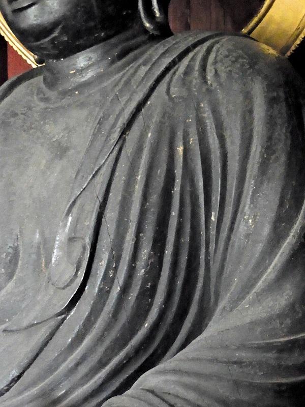 光善寺・薬師如来像~逞しく厚みのある肩から胸の造形