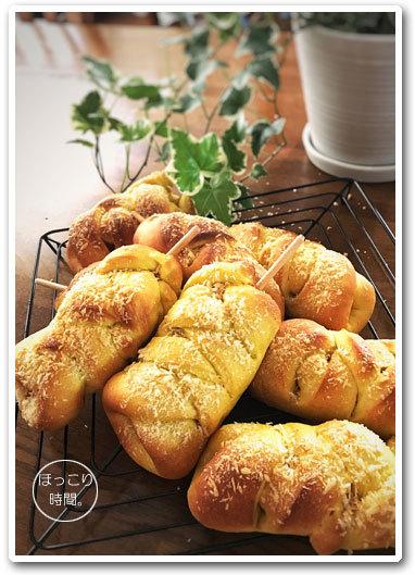 ウインナーカレーパン&紫芋のメッシュパン