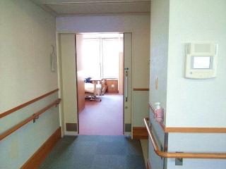 170308_4481 検査入院先の部屋(3人部屋)の入り口VGA