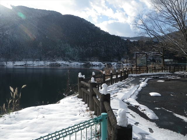 油木ダムで雪だるま作成