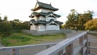 移設作業中の弘前城