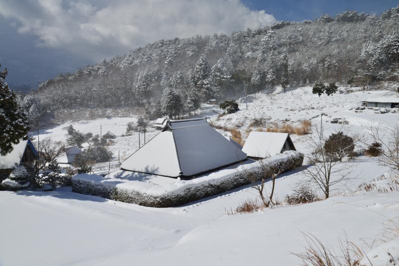 「冬の山村2」