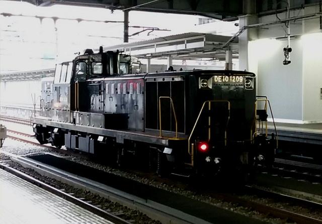 DE10機関車