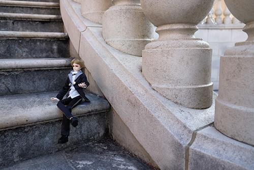 PARABOX、27cmスリム、弥勒ヘッド、メイクカスタム、京極夏彦の小説「百鬼夜行シリーズ」の榎木津礼二郎をイメージしたドール・礼二郎。パーティーにでも招かれたかのような衣装に着替えて、お出かけ。