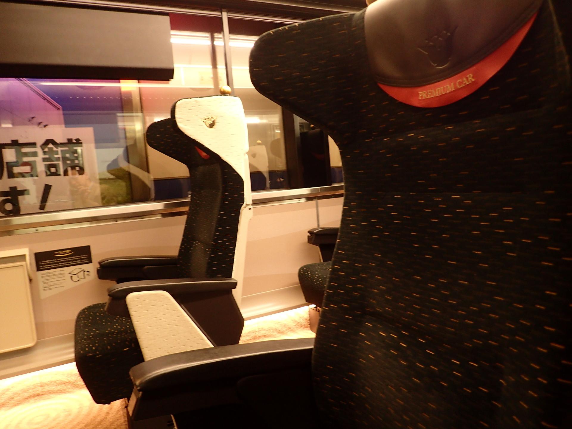 プレミアムカーの座席