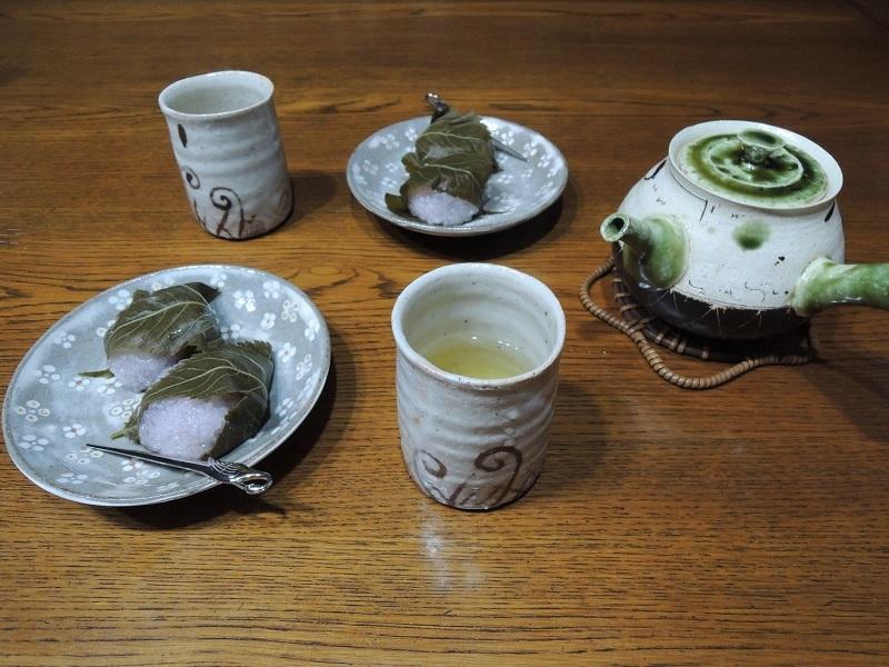桜餅と緑茶
