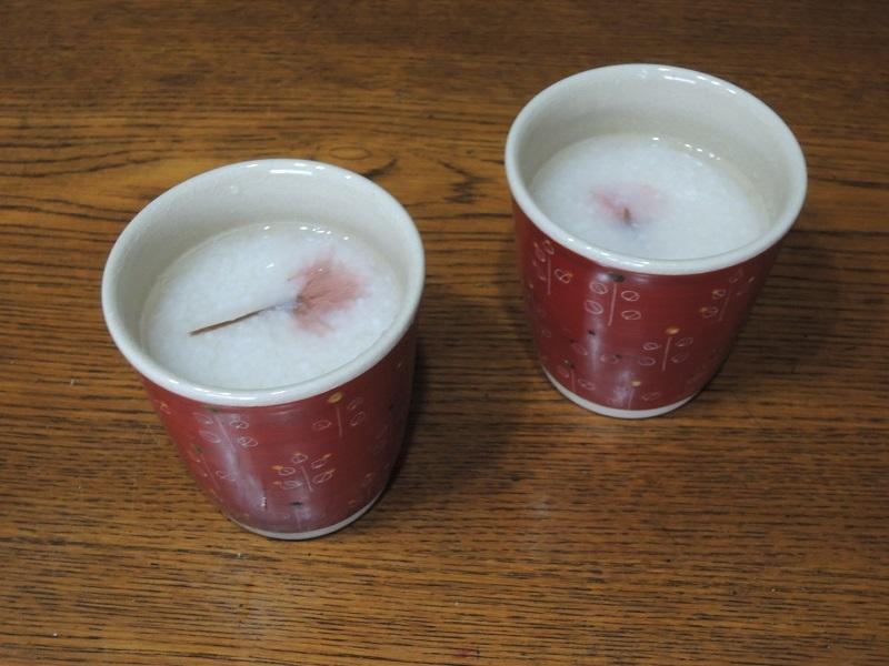 甘酒 桜の塩漬けを飾りました
