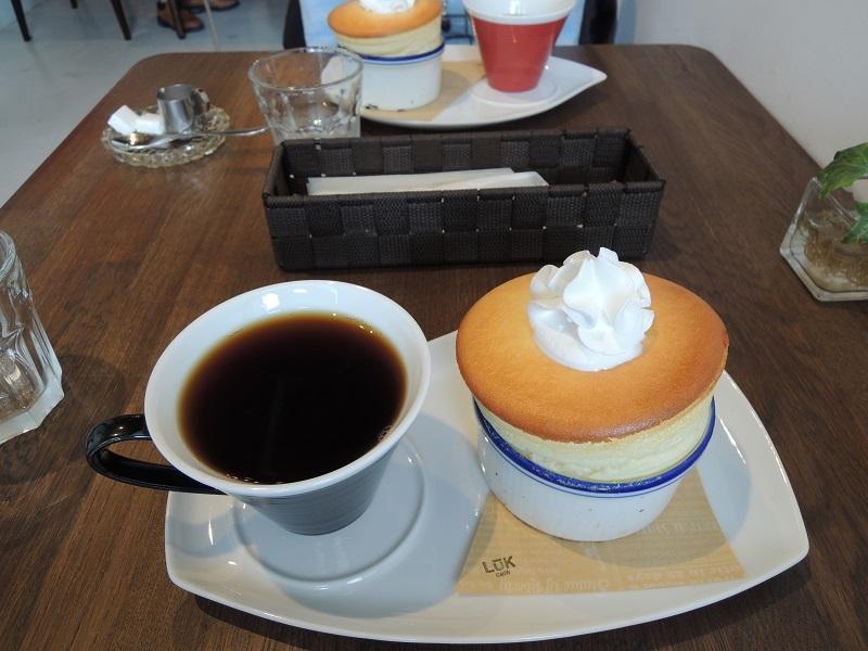 カフェ ルークさんのスフレとブレンドコーヒー