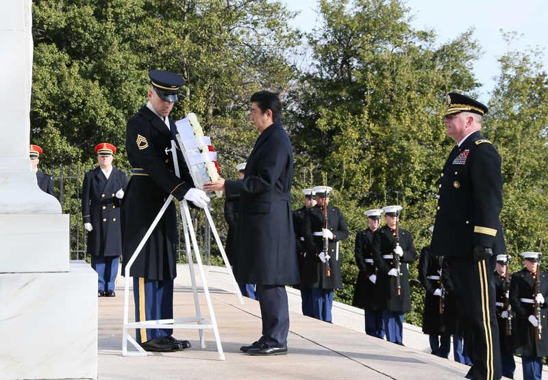 安倍総理 アーリントン国立墓地 1