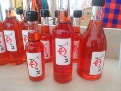【写真】苺ッスの瓶が店頭に並んでいる様子