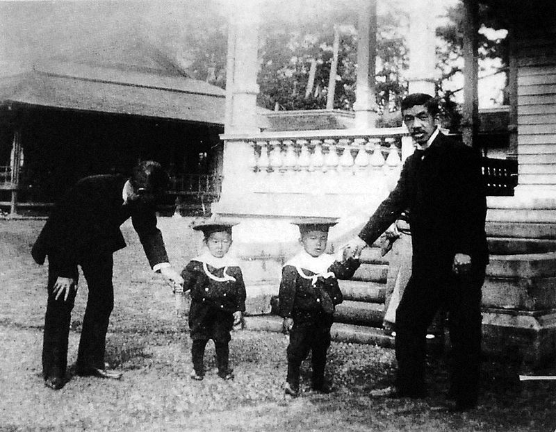 800px-Crown_Prince_Yoshihito_and_sons_1904.jpg