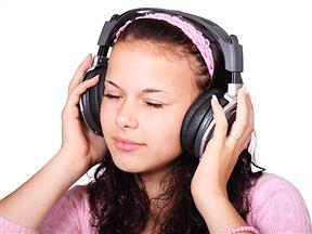 外で『ヘッドホン』使って音楽聴くやつwwwww